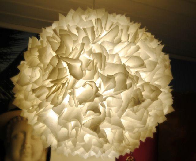 Slik forvandler du en kjedelig IKEA-lampeskjerm til en råkul taklampe - med bare dopapir!