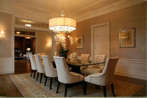 Classic, contemporary dining room.