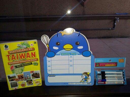 """#Awal #Oktober #Ceria ↖( ̄▽ ̄"""")  #Mulailah #membuat #Daftar #Kegiatan #dan #Lakukanlah \^o^/  #Jika #tidak #mulai #Sekarang, #Kapan #Lagi?? └(^o^)┘  #Buku_Bertualang_ke_Taiwan #BKT #Gramedia"""