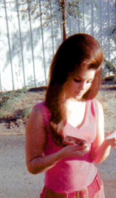Priscilla Presley, kinda looks like lana del rey. Cant get over how gorgeous her hair is