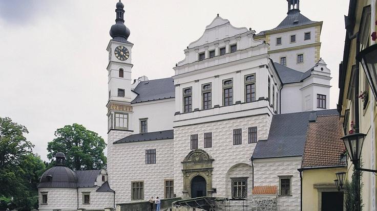 Pardubice Chateau, Czech Republic, pekny zamek, obnoveny uvnitr, komancove ho nechali shnit a skoro spadnout, ted jsou v nem mmj sbirky ceskeho minsovnictvi