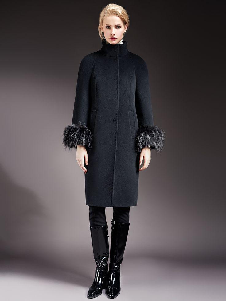 Элегантное пальто прямого силуэта с рукавом-реглан из ворсовой ткани. Модель имеет вертикальные рельефы, воротник-стойку, прорезные карманы и  застежку на кнопки.  Рукава  декорированы съемными манжетами из искусственного енота. Произведено с мембраной Raft Rro и утеплителем Thermore Eco Down. Это теплое зимнее пальто  займет достойное место в Вашем гардеробе., арт.                                                     1016770p60299, состав:  ...