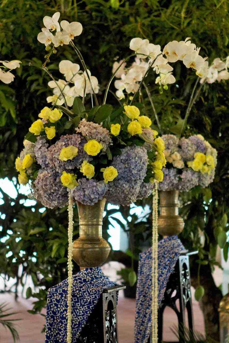 #mawarprada #dekorasi #pernikahan #pelaminan #wedding #decoration #romantic #klasikjawa #jawa #biru #jakarta more info: T.0817 015 0406 E. info@mawarprada.com www.mawarprada.com