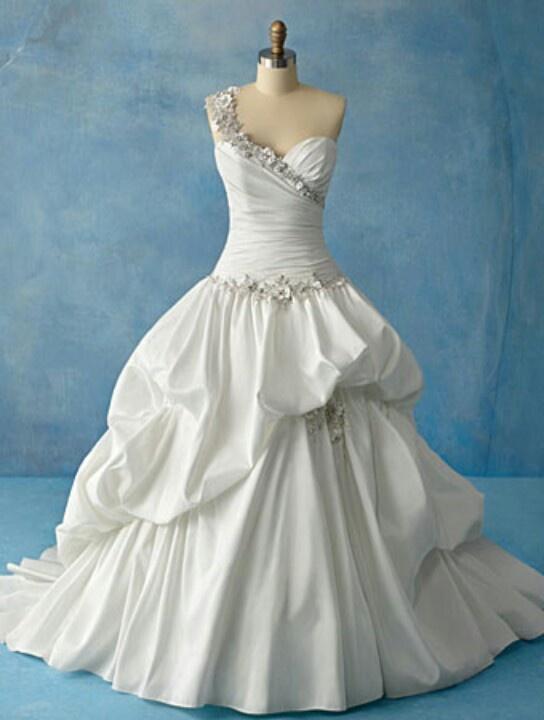 Disney's Tiana inspired wedding dress...had i had a big wedding i would have worn this!