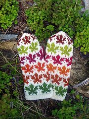 Ravelry: Maple Leaves Mittens pattern by Natalia Moreva