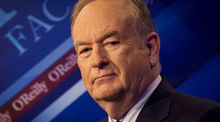 """Obama giovanissimo in abito tradizionale musulmano. Le immagini rilasciate durante il programma  televisivo di Bill O'Reilly su Fox News sono state usate come prova della vicinanza """"sentimentale"""" del presidente statunitense all'Islam. """"Lui non è un bravo cristiano - incalza O'Reilly, noto per il suo appoggio al partito Repubblicano - e si vede quanto sia vicino alla fede muslmana. Forse è per questo che non ha mai chiamato l'Is 'terrorismo islamico'""""."""