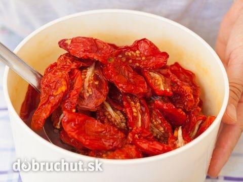 Sušené paradajky -  Na hrubšie plátky pokrájame paradajky, ktoré sme pred tým…