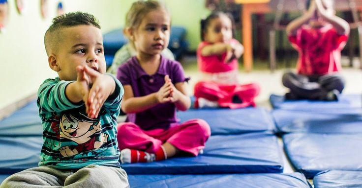 Creche municipal de SP tem aula de ioga e massagem para bebês