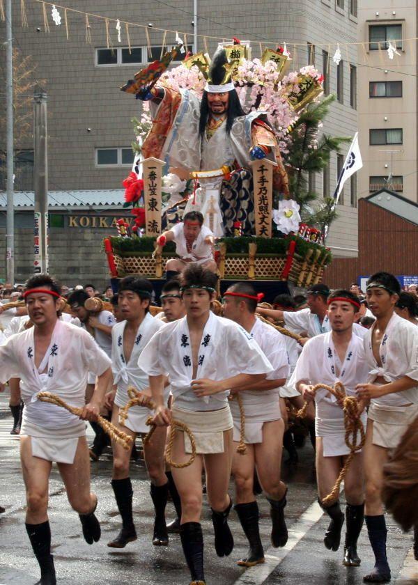 知っておきたい博多の祭り「博多祇園山笠」山と男の勇姿に魅了される ...