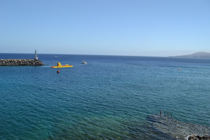 It's going to be a lovely, clear and sunny day in Lanzarote. There's a yellow alert for strong gusts up to 75 km/h and 30-40 km/h from the north / north east. 26 degrees. Image: Yellow Submarine in Puerto Calero Published: 9th May 2014