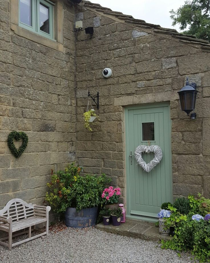 Chartwell Green Outdoor Paint