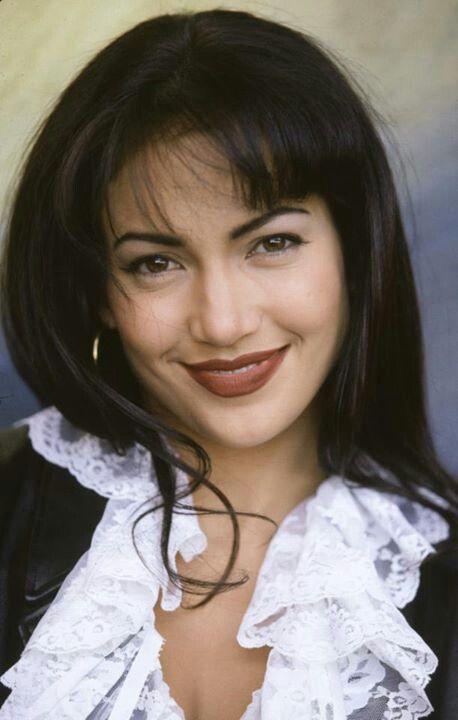Beautiful Jennifer Lopez as Selena