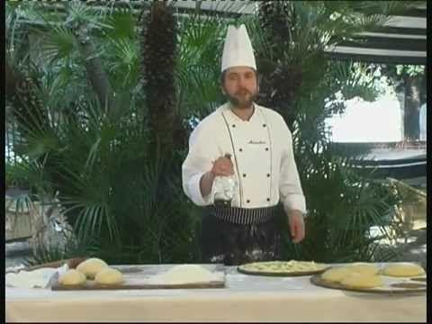- Focaccia al formaggio di Recco