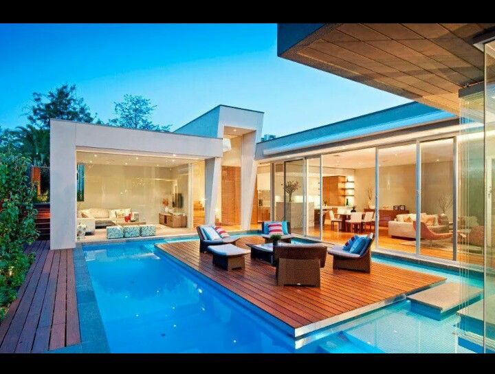 Love the deck in the middle of the pool