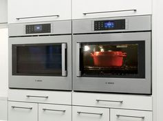 Now this is a game changer! Thanks to the design of @boschhomeus new Benchmark wall oven, you no longer have to worry about hovering over a hot oven when transferring dishes in and out. These wall ovens are available with a SideOpening door feature (left or right swing) and a full-extension telescopic rack, which offers better ergonomic and safe access to the oven cavity.