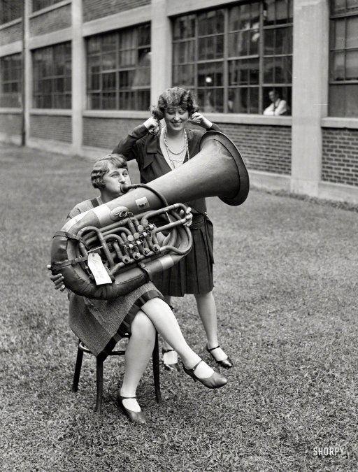 https://i.pinimg.com/736x/6b/3b/d8/6b3bd81b922c0bdd7f56e04541f1a22a--vintage-photographs-vintage-photos.jpg