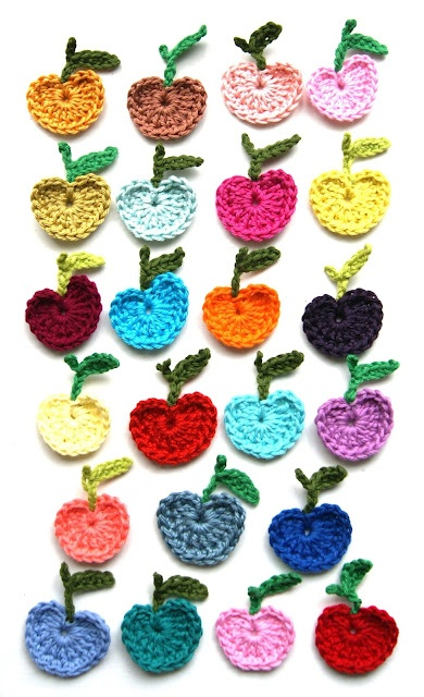 Crochet apple patterns. I can see these glued to a white board or strung vertically to hang on a wall. Kitchen would be nice.