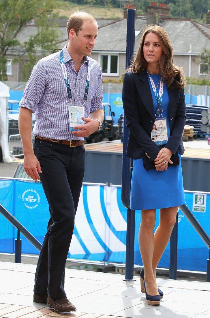 Pin for Later: Kate hüpft in High-Heels und vergnügt sich mit den Prinzen  William und Kate bei ihrer Ankunft zu den Commonwealth Spielen am Dienstag.