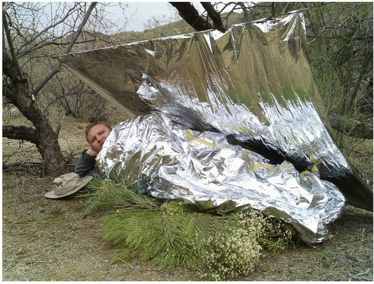 A survival blanket should be a mandatory item in your EDC or emergency bag, for its uses extend far beyond warming your body in the cold!