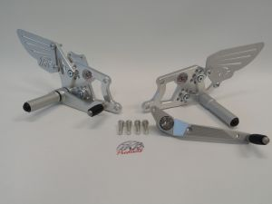 Ten Kate footrests http://www.tenkateracingproducts.com/cbr600rr-kit-parts/cbr600rr-07-12/chassis/footrest/footrest/footrest-set-blank-tkrp-600rr-07-12-1000rr-04-07-108.html