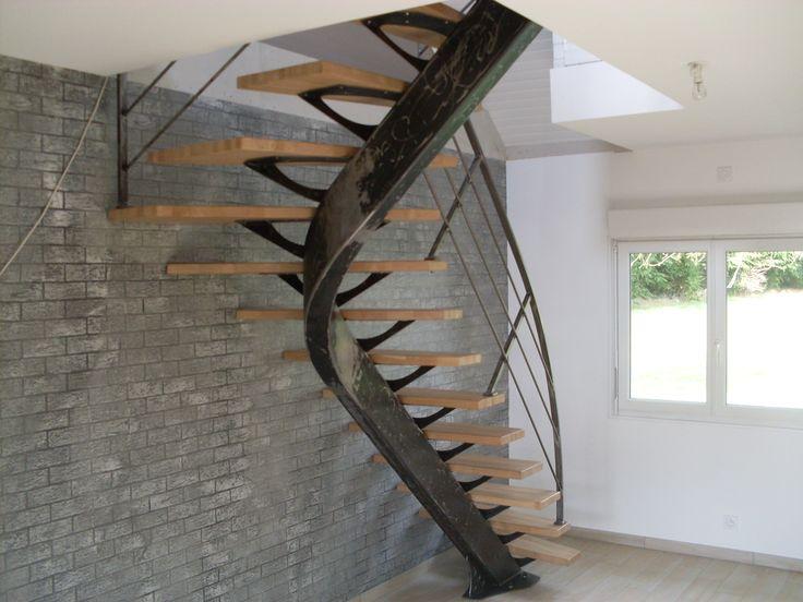 Un escalier unique avec des panneaux massifs français ! Et en plus, ils sont totalement personnalisables, vous n'aurez qu'à choisir vos mesures. Par parquet-chene-massif.com
