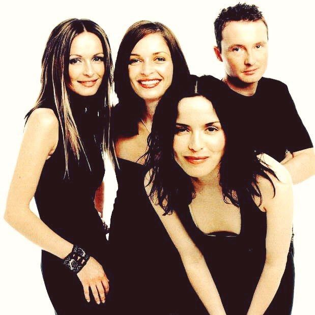 TBT: Our favorite irish family! #TBT #thecorrs #throwback #throwbackthursday #corrs #irish #family #ireland #music #instamusic #90s #andreacorr #jimcorr #sharoncorr #carolinecorr #tinwhistle #singer #band #drums #violin #picoftheday #beautiful