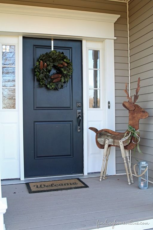 FrontDoorChristmasDecorating thumb Outdoor Christmas Decorating: Reclaimed Wood Reindeer