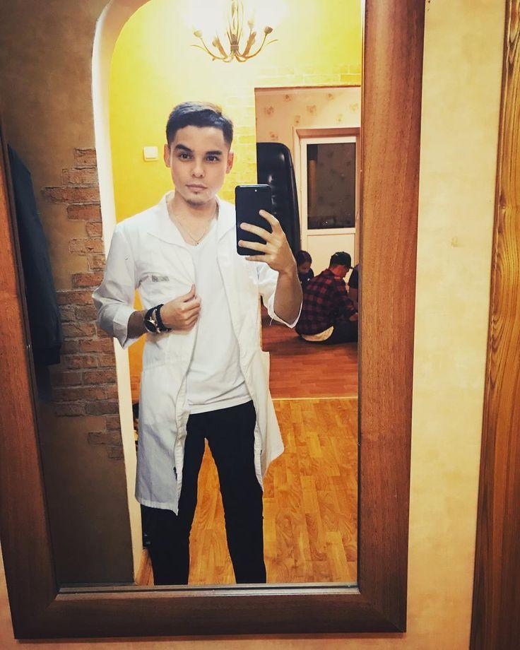 Макс медбрат здесь. Хорошо лечу горячих девчушек�� (тп) P.S. Ребята позади зомбированные сидят. Спиннеры, магнитные шарики... #friends #guys #medicine #dj #musician #man #style #elegant #student #vl #vdk #hear #me #rain #air #fog #home #party #together #vvsu #fefu #lawyer #nurse http://butimag.com/ipost/1554834196401165620/?code=BWT4Xa5HxU0