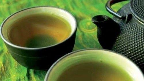 Preotul elveţian Kunzle afirma că toţi oamenii începând de la o oarecare vârstă ar trebui să ia zilnic că băutura permanenţă o ceaşcă de ceai de coada-calului.