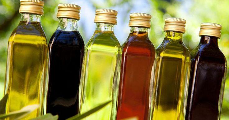 Льняное масло – целебное масло, о свойствах которого было известнодревним египтянам. Это масло рекомендовал и Гиппократ. Оно издавна применялось для лечения желудка, мочевых путей, при ожогах и в косметологии.