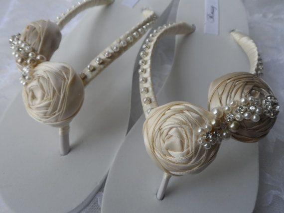 Zeppa di avorio & Champagne laminato a fiori da sposa Flip flop / matrimonio raso Flip Flops / sposa Sandali / scarpe da sposa / scarpe damigelle d'onore