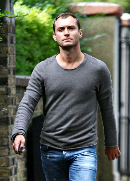Jude Law Photos - English actor Jude Law is pictured out and about in London after leaving ex wife Sadie Frost's house. - Jude Law Photos - 4158 of 4381
