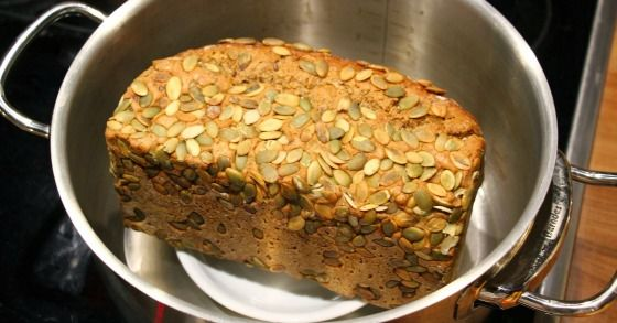 Sind Brot oder Brötchen zu hart? Mit diesen Tricks kannst du sie wieder auffrischen und knusprig machen!
