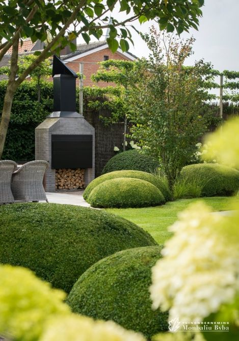 602 best images about boxwood gardens on pinterest gardens hedges and maze - Outdoor decoratie zwembad ...