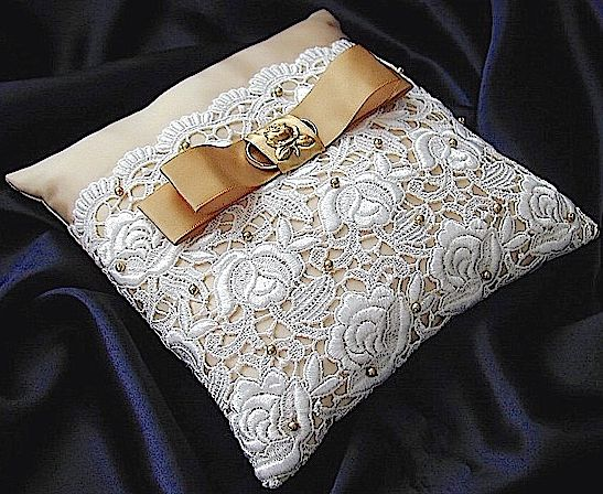 ateliersarah's ring pillow/rose pattern of chemical lace