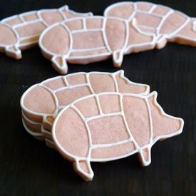 *oink* Simple and fun pig cookies even a vegetarian can love!  (Link to cookie cutter source in post.)