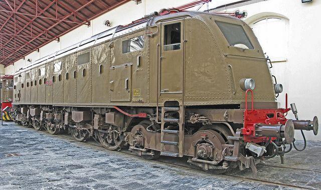 Breda electric locomotive by Nick_Fisher, via Flickr