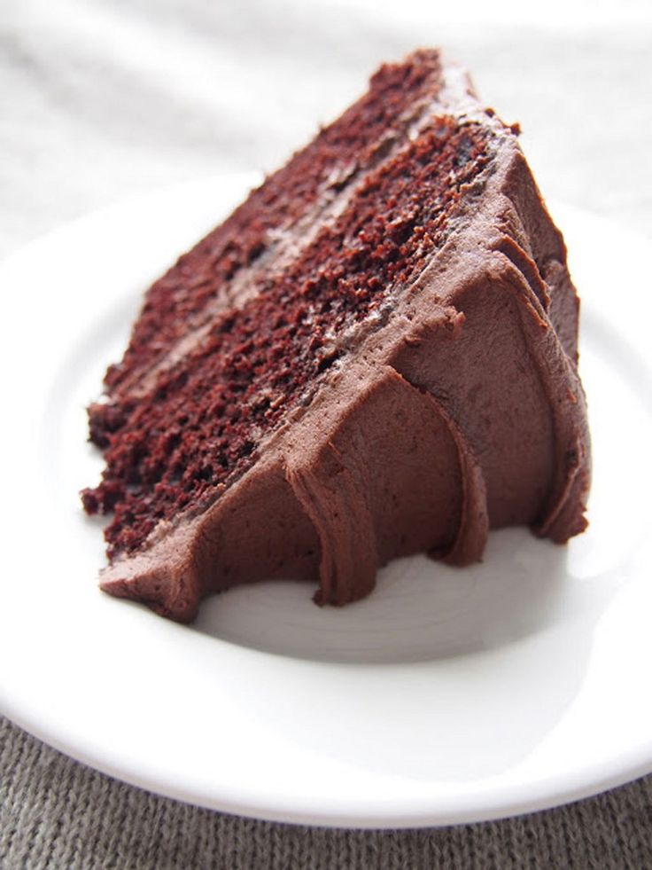 Täydellinen ja ihana suklaakakku on pehmeä ja kostea, ilman kostutusta. Ja silti niin suklainen.