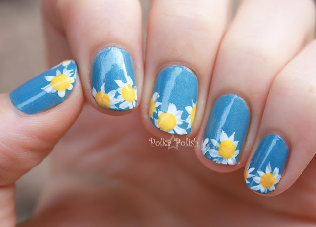 Daisy, daisy, give me your answer please... fun, flowery nails for summer.