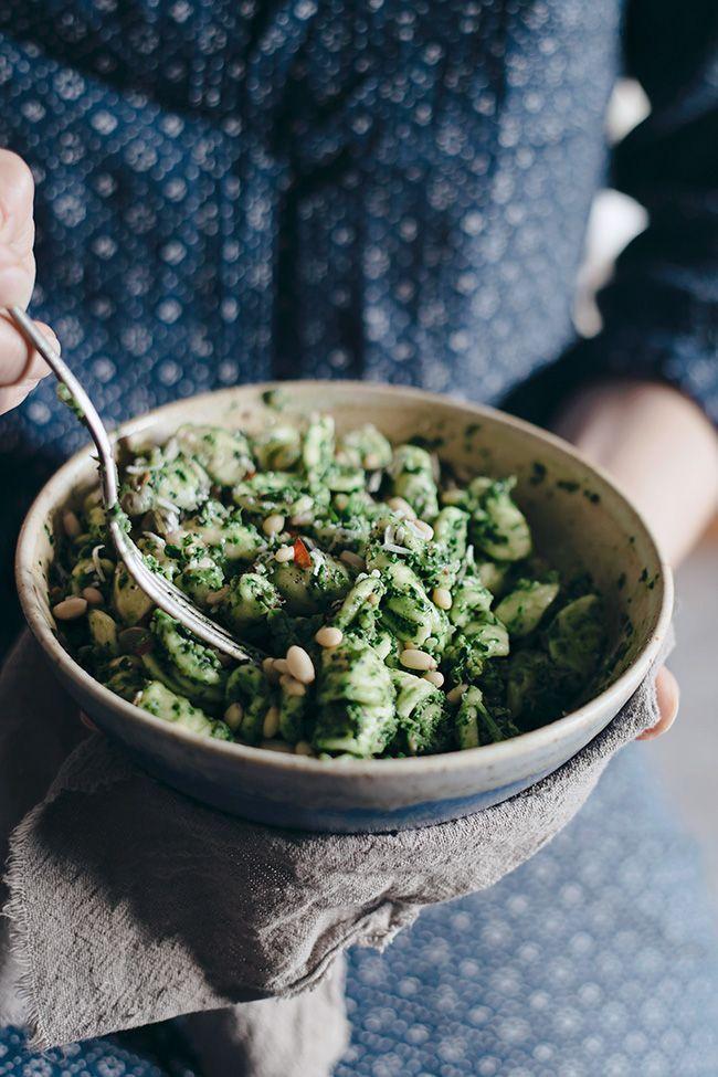 Quick Kale Pesto Orrechiette Pasta #summer #vegan | http://TheAwesomeGreen.com