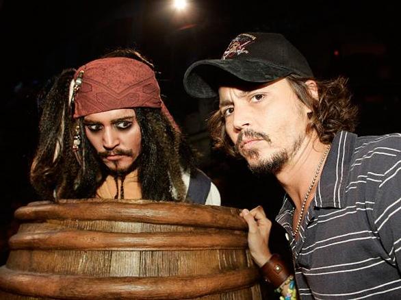 Johhny Depp side by side with a Jack Sparrow animatronic inside the Disneyland ride.