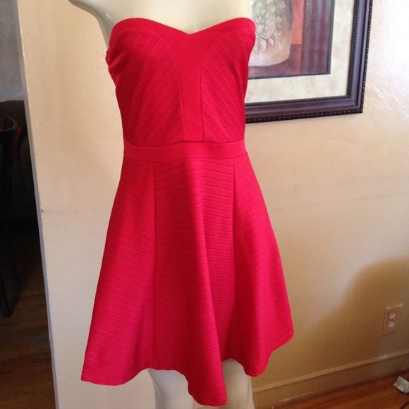 """Asos Dress Sexy red dress wth strapless sweetheart bodice. 28"""" long, 14 1/2"""" at waist.  In good condition. All reasonable offers welcome. Please use offer to negotiate. Bundle and save. ASOS Dresses Strapless"""