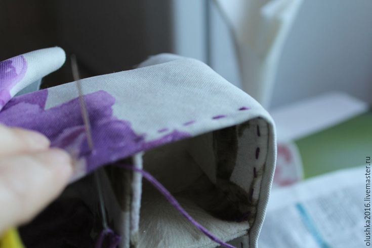 Мастер-класс по изготовлению коробки с разделителями (для мелочей). Вам понадобится: 5 картонных коробочек из-под лекарств 7*7 (можно взять из-под молока, кефира, косметики и так далее, только чтобы одинаковые были); ткань плотная (я выбрала обивочную ткань, не мнется, легко клеить); клей (я использую 'момент гель', он подходит для текстиля); ножницы; нитки прочные, иголка, наперсток; кружево — для украшения.