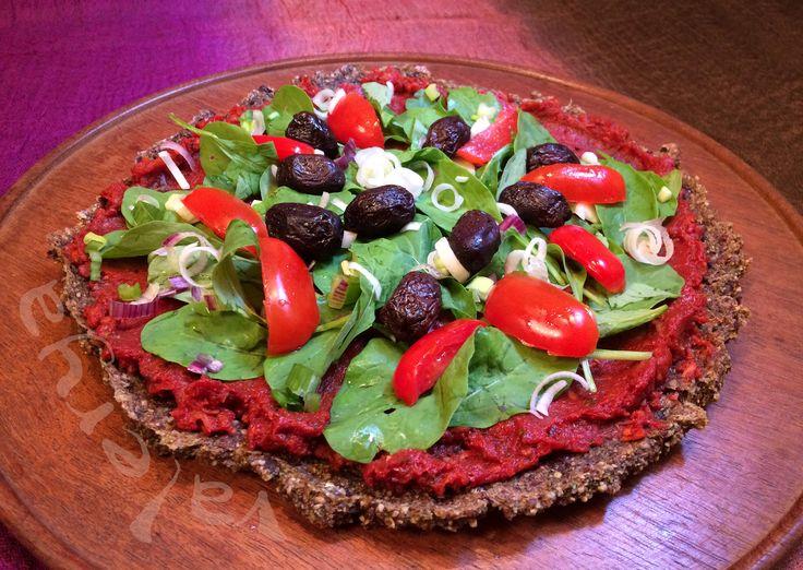 raw food . pizza cruda, con masa de Zapallito . link a la receta ♡ https://www.facebook.com/media/set/?set=a.10152818424396496.1073742034.587831495&type=1&l=091c805c5e
