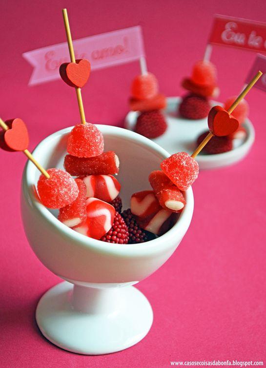 Papelaria especial para o Dia dos Namorados e algumas ideias de decoração | espetinho de balas