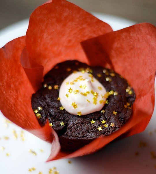 Recipe: Fudgy Chocolate Cakelets with a Pinch of Glamour