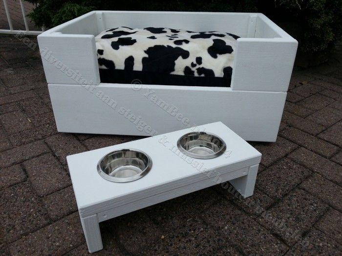 hondenmand, houten meubelen.