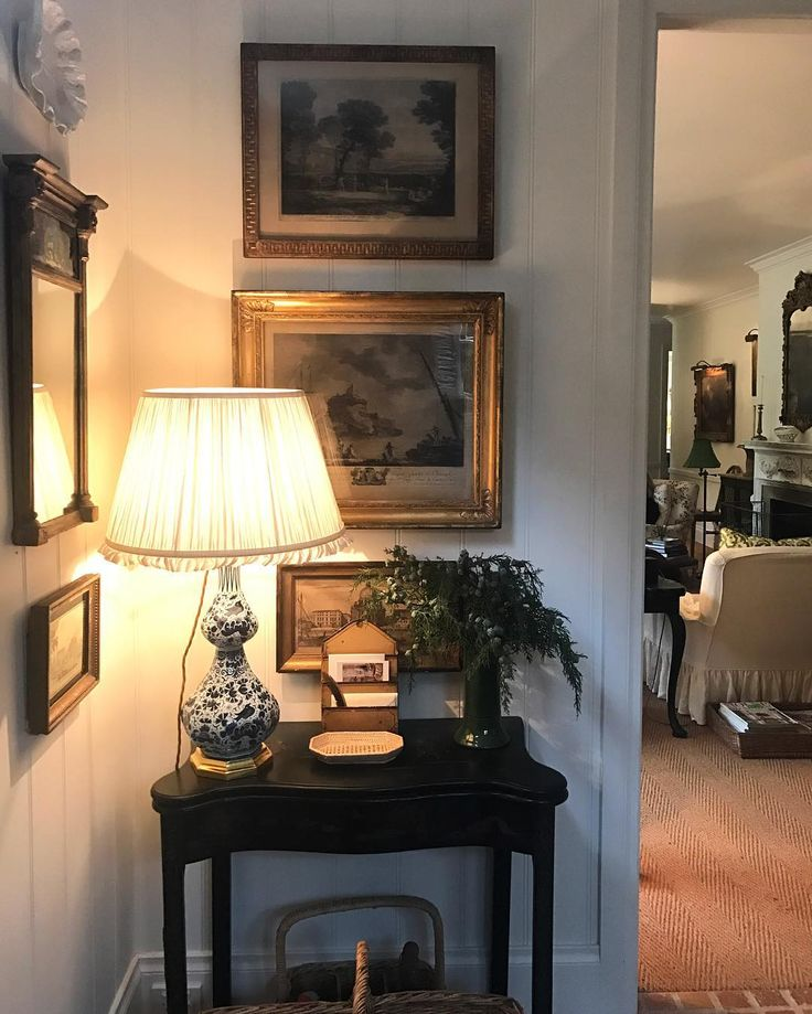 Corner vignette in english country home of cameron kimber for Cottage anglais