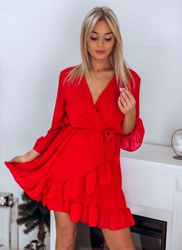 d7f72c120f Czerwona sukienka butiklatika.pl w stylu casual z długim rękawem kopertowa