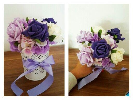 Umelé květiny na svatební tabuli